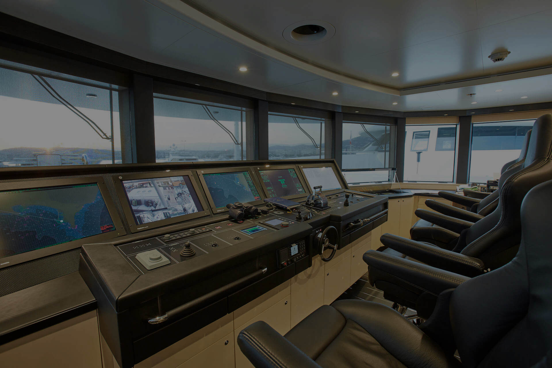 2 minutes Survey – Yacht management & technology